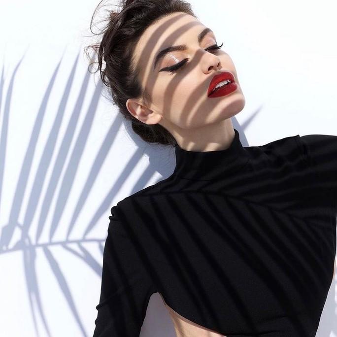 Hoa hậu gây sốt vì quá giống Angelina Jolie - Ảnh 4.