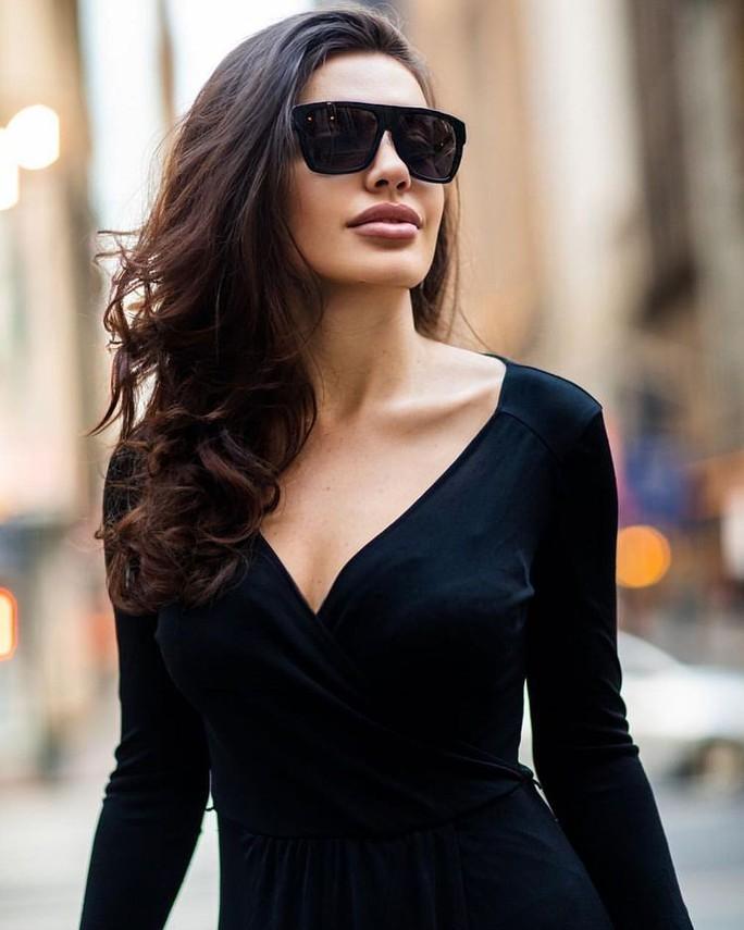 Hoa hậu gây sốt vì quá giống Angelina Jolie - Ảnh 11.