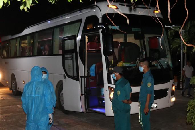 Không có tiền, 47 người Hrê được Khánh Hòa hỗ trợ đưa về quê Quảng Ngãi - Ảnh 4.