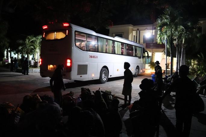 Không có tiền, 47 người Hrê được Khánh Hòa hỗ trợ đưa về quê Quảng Ngãi - Ảnh 5.