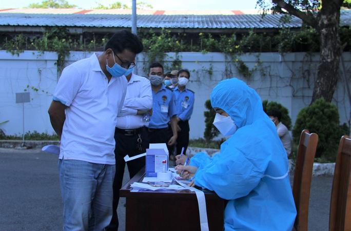 Nữ nhân viên chi cục thuế ở Đà Nẵng mắc Covid-19 - Ảnh 1.