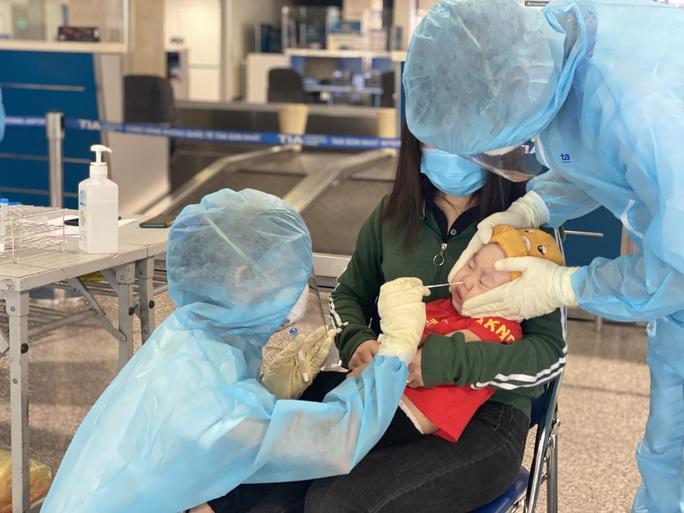 Mở dịch vụ xét nghiệm Covid-19 trả kết quả ngay tại sân bay Tân Sơn Nhất - Ảnh 1.