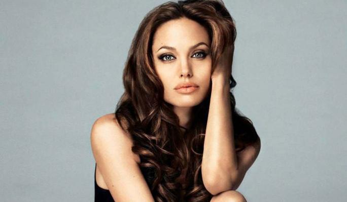 Hoa hậu gây sốt vì quá giống Angelina Jolie - Ảnh 8.
