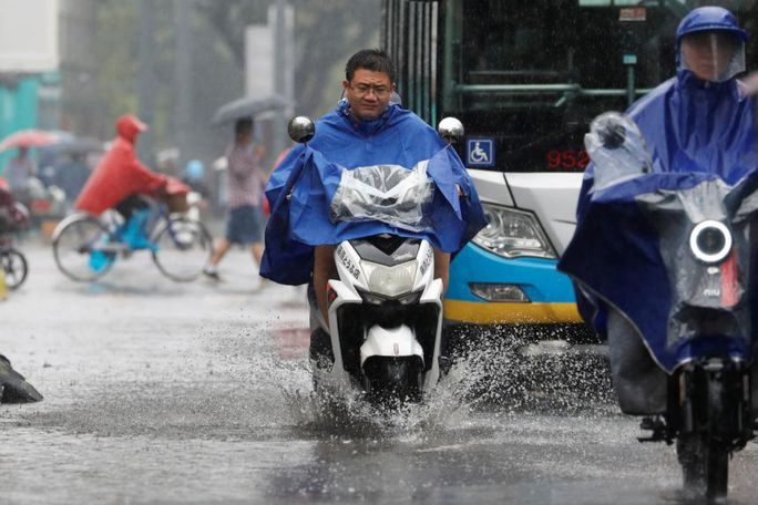 Trung Quốc nâng cảnh báo mưa bão, Tứ Xuyên báo động - Ảnh 5.
