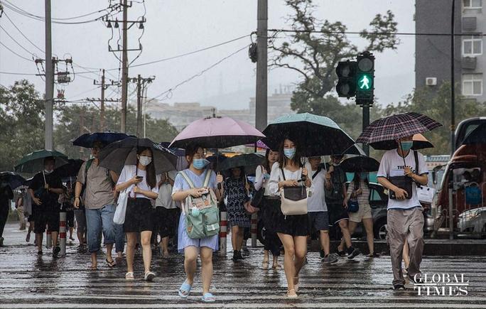 Trung Quốc nâng cảnh báo mưa bão, Tứ Xuyên báo động - Ảnh 2.