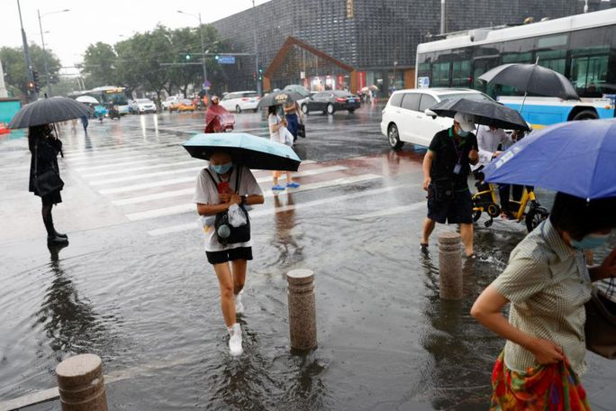 Trung Quốc nâng cảnh báo mưa bão, Tứ Xuyên báo động - Ảnh 4.