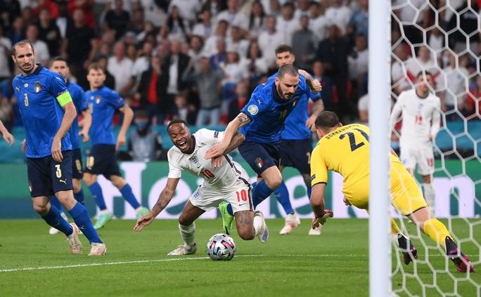 Anh gục ngã trên chấm luân lưu, Ý lên ngôi vô địch Euro 2020 - Ảnh 4.