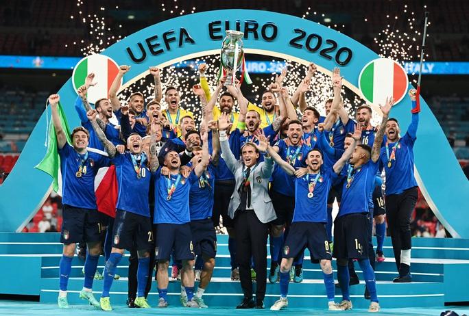 Anh gục ngã trên chấm luân lưu, Ý lên ngôi vô địch Euro 2020 - Ảnh 10.