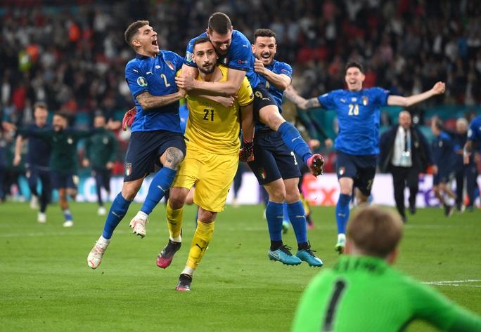 Anh gục ngã trên chấm luân lưu, Ý lên ngôi vô địch Euro 2020 - Ảnh 8.