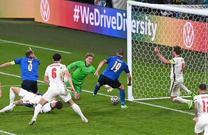 Anh gục ngã trên chấm luân lưu, Ý lên ngôi vô địch Euro 2020 - Ảnh 5.