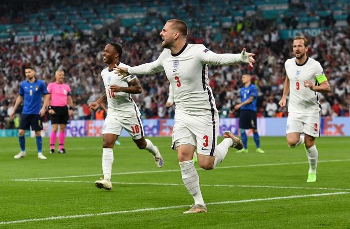 Anh gục ngã trên chấm luân lưu, Ý lên ngôi vô địch Euro 2020 - Ảnh 2.