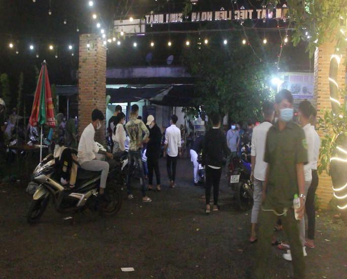 Bình Phước: 53 thanh thiếu niên tụ tập tổ chức sinh nhật bị phạt hơn 100 triệu đồng - Ảnh 1.