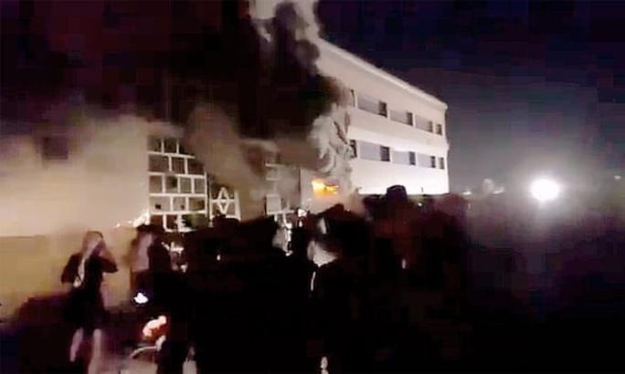 Iraq: Nổ bình oxy, cháy bệnh viện trị Covid-19, hàng chục người chết - Ảnh 2.