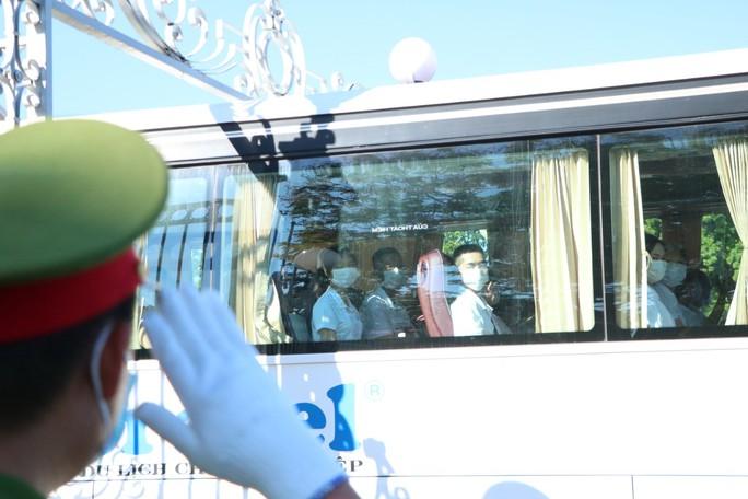 Nhân viên y tế Thừa Thiên - Huế lên đường hỗ trợ các tỉnh miền Nam chống dịch  - Ảnh 1.