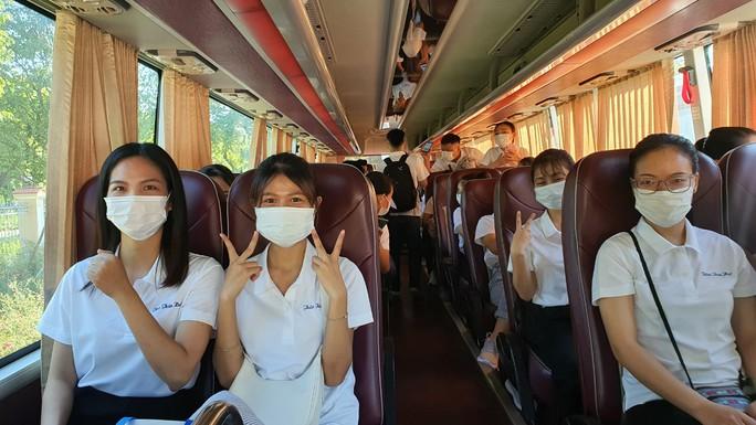 Nhân viên y tế Thừa Thiên - Huế lên đường hỗ trợ các tỉnh miền Nam chống dịch  - Ảnh 2.