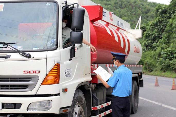 Lâm Đồng: Phụ xe tải mắc Covid-19, Sở Y tế hỏa tốc truy vết 3 huyện dọc Quốc lộ 20 - Ảnh 1.
