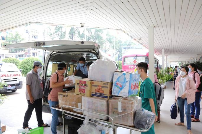 Đoàn bác sĩ Bệnh viện Chợ Rẫy nhận nhiệm vụ tại Trung tâm Hồi sức bệnh nhân Covid-19 - Ảnh 1.
