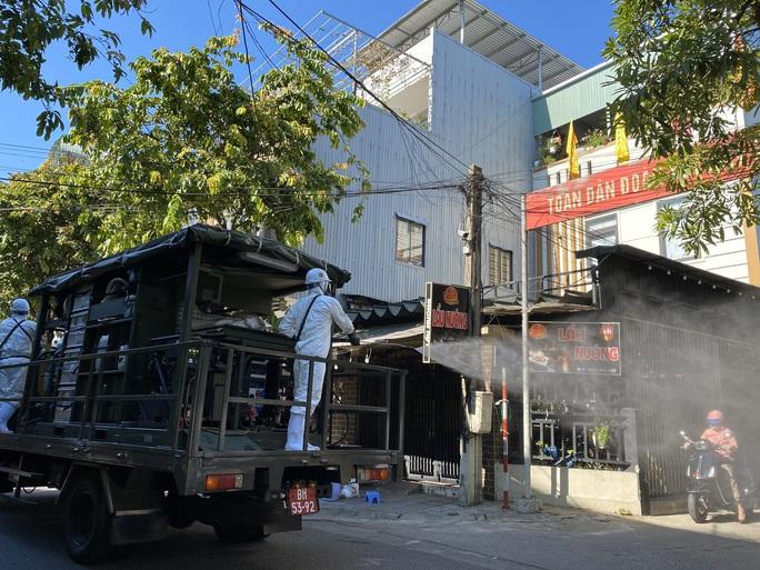 Cụ ông ở Đà Nẵng vào viện cấp cứu thì phát hiện dương tính với SARS-CoV-2 - Ảnh 1.