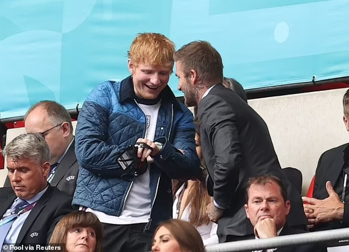 """""""Hoàng tử tình ca"""" Ed Sheeran liên tục vướng cách ly vì Covid-19 - Ảnh 1."""