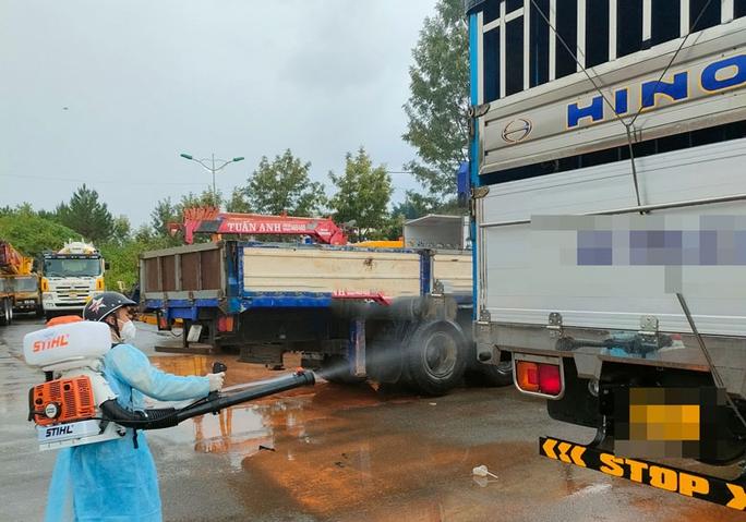Lâm Đồng: Phụ xe tải mắc Covid-19, Sở Y tế hỏa tốc truy vết 3 huyện dọc Quốc lộ 20 - Ảnh 2.