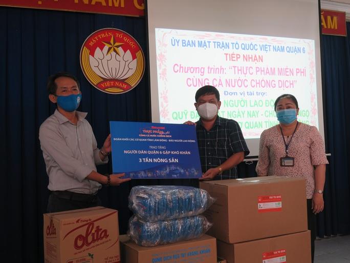 Chương trình Thực phẩm miễn phí cùng cả nước chống dịch đến với người dân quận 6, TP HCM - Ảnh 1.