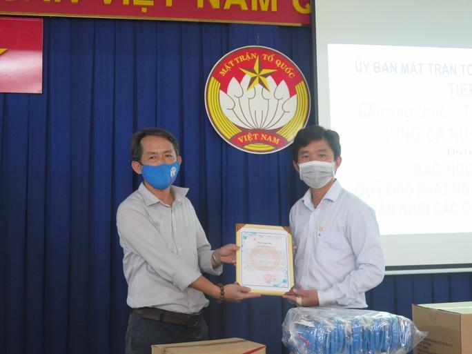 Chương trình Thực phẩm miễn phí cùng cả nước chống dịch đến với người dân quận 6, TP HCM - Ảnh 2.
