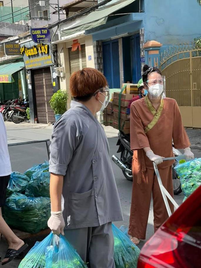 Hoa hậu Khánh Vân cùng nhiều nghệ sĩ tiếp tục hỗ trợ người dân chống dịch - Ảnh 3.
