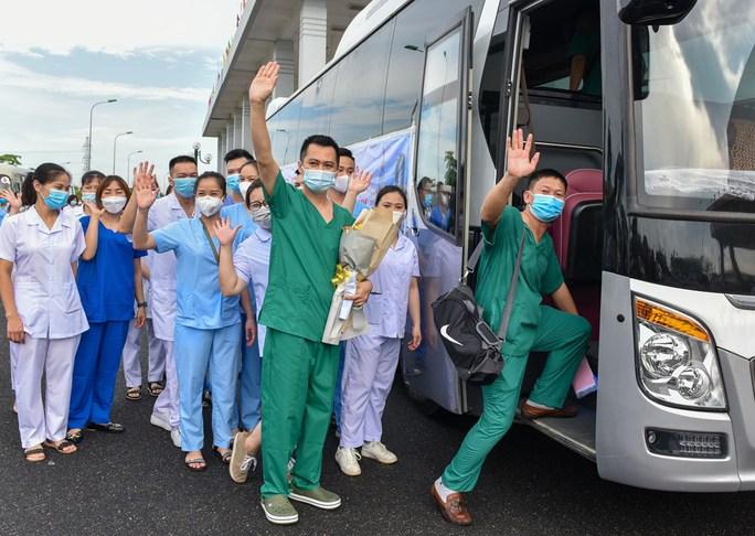 114 bác sĩ, điều dưỡng Hải Phòng xung phong vào TP HCM - Ảnh 1.
