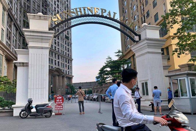 Chung cư Sunshine Palace với gần 1.000 người bị phong tỏa - Ảnh 1.