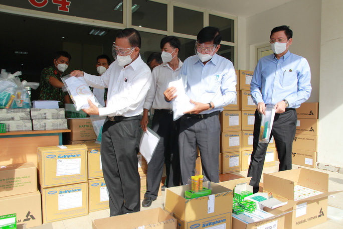TP HCM tổ chức 12 đoàn đến các bệnh viện điều trị Covid-19 và khu cách ly - Ảnh 7.