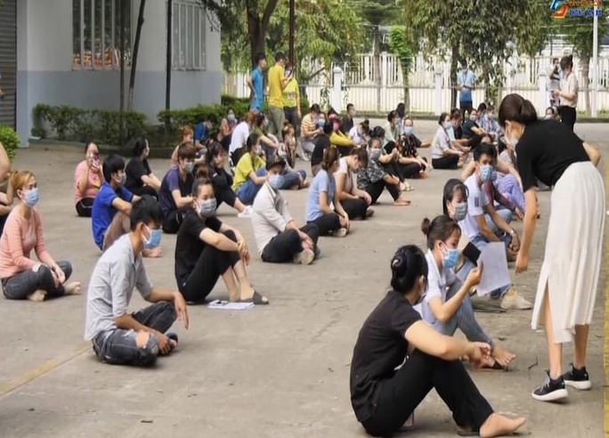 Gần 100 người từ Long An tự phát về quê đã gặp bất ngờ lớn khi đến TP HCM - Ảnh 5.