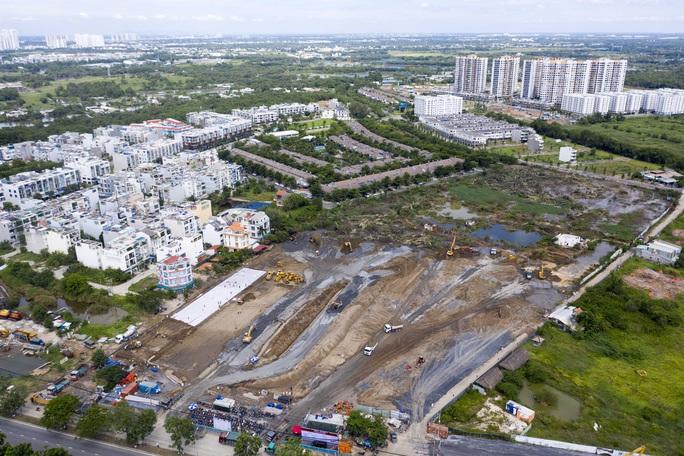 Toàn cảnh đại công trường xây dựng 2 bệnh viện dã chiến hơn 7.000 gường tại TP HCM - Ảnh 1.