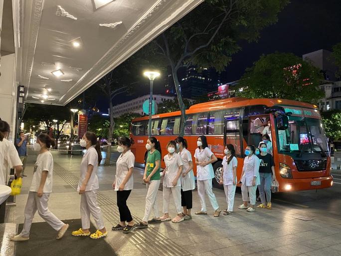 5.000 chuyến xe Phương Trang đưa người dân về quê miễn phí - Ảnh 1.