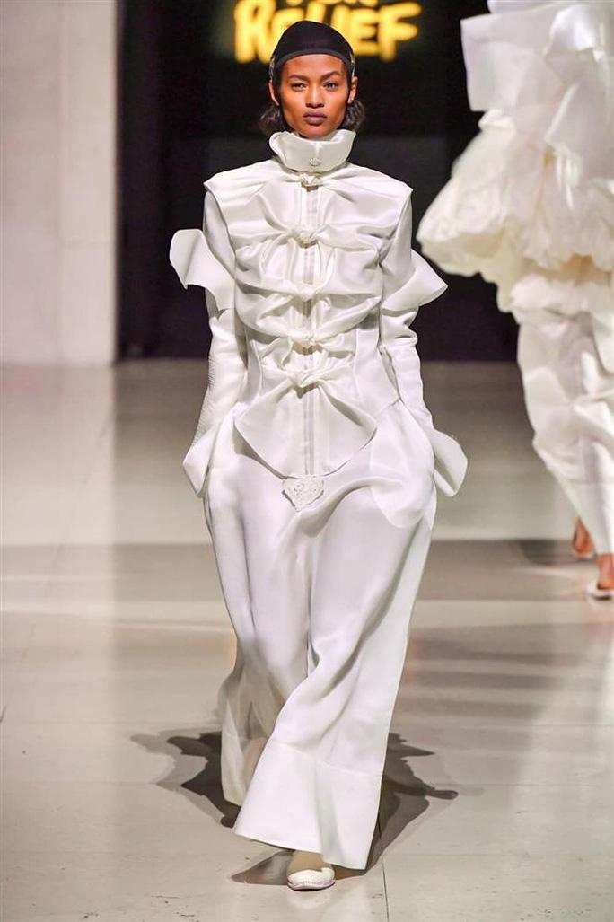 Người mẫu Châu Kim Sang khó khăn chống chọi căn bệnh ác tính - Ảnh 2.