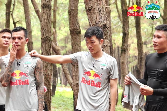 HLV Kiatisuk nhồi thể lực Xuân Trường, Minh Vương sau tin hoãn V-League - Ảnh 4.