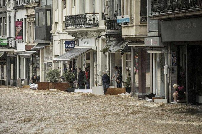 Được báo trước nhiều ngày, lũ lụt Tây Âu vẫn gây thiệt hại khó lường - Ảnh 6.