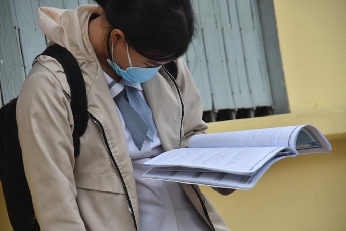 Chấm thi môn văn ở TP HCM: Nhiều nhất ở khoảng 6 đến 6,5 điểm - Ảnh 1.