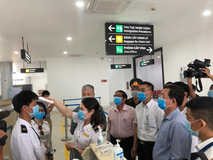 Chủ tịch tỉnh Bình Định nói về việc thuê máy bay chở 1.000 người về quê tránh dịch - Ảnh 2.