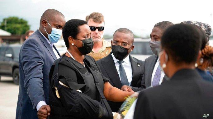 Vợ góa của tổng thống Haiti bất ngờ về nước - Ảnh 1.