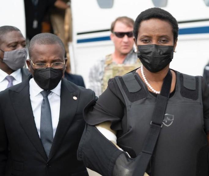 Vợ góa của tổng thống Haiti bất ngờ về nước - Ảnh 2.