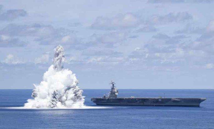 Mỹ lại dùng thuốc nổ thử siêu tàu sân bay thế hệ mới nhất - Ảnh 1.