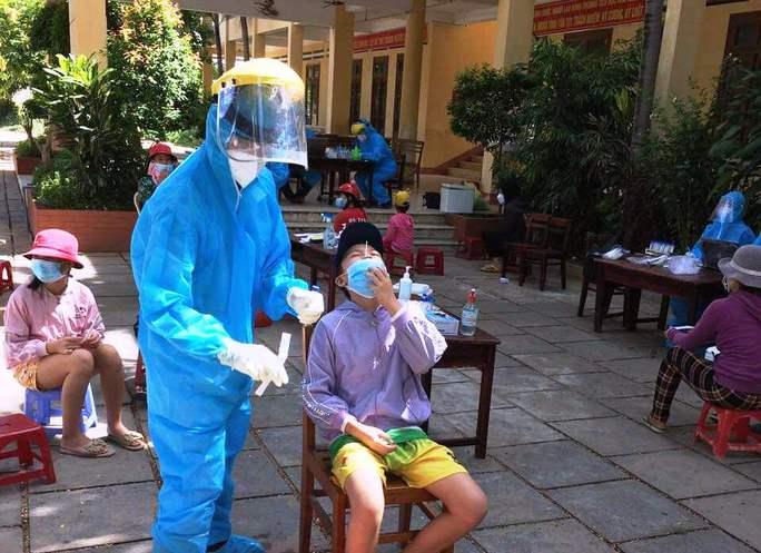 Phú Yên: Số ca mắc mới SARS-CoV-2 tăng đột biến - Ảnh 1.