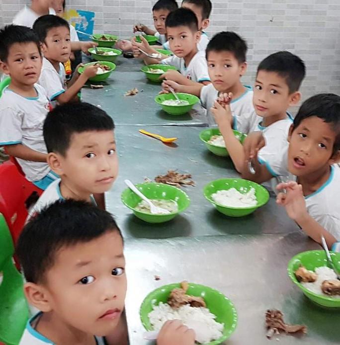 Ấm lòng triệu bữa ăn dinh dưỡng cho trẻ em nghèo mùa dịch Covid-19 - Ảnh 1.