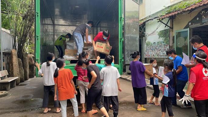 Ấm lòng triệu bữa ăn dinh dưỡng cho trẻ em nghèo mùa dịch Covid-19 - Ảnh 2.
