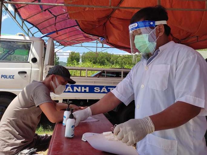 Bình Định: Phát hiện nhiều tài xế xe tải đường dài dương tính SARS-CoV-2 - Ảnh 1.