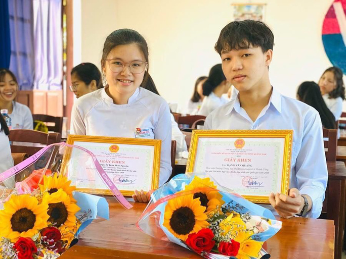 Cậu học trò nghèo ở Quảng Nam đạt điểm 10 môn Ngữ văn - Ảnh 1.