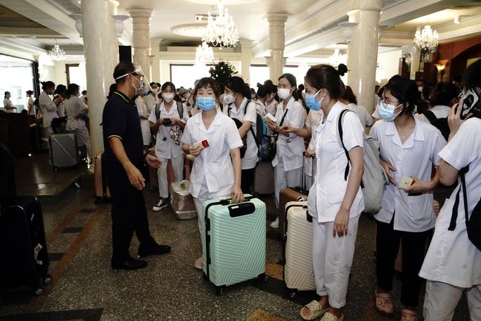 Saigontourist Group hỗ trợ phục vụ 1.050 y tế tình nguyện từ miền Bắc vào tiếp sức TP HCM chống dịch Covid-19 - Ảnh 1.