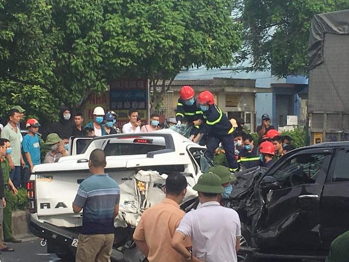 9 ôtô tông nhau liên hoàn, 1 người chết - Ảnh 2.