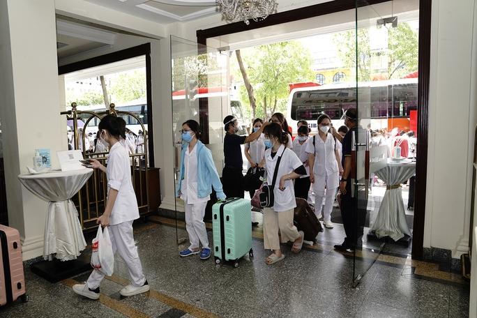 Saigontourist Group hỗ trợ phục vụ 1.050 y tế tình nguyện từ miền Bắc vào tiếp sức TP HCM chống dịch Covid-19 - Ảnh 3.