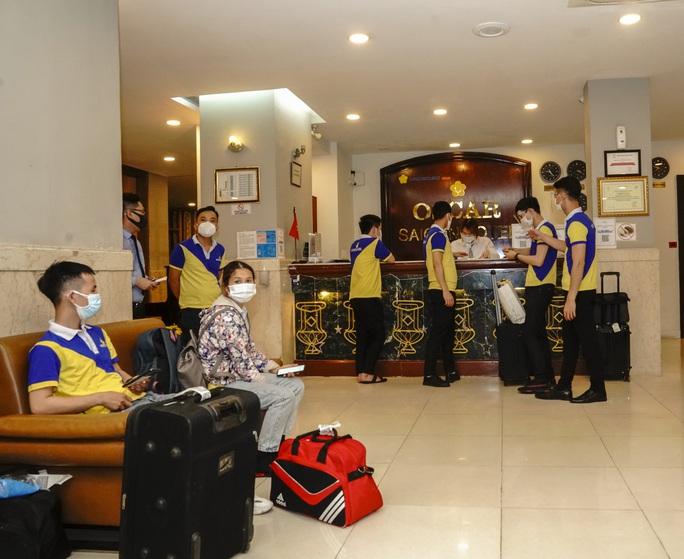 Saigontourist Group hỗ trợ phục vụ 1.050 y tế tình nguyện từ miền Bắc vào tiếp sức TP HCM chống dịch Covid-19 - Ảnh 5.